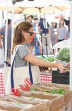 JENNIFER GARNER Shopping at Farmers Market in Brentwood 09/24/2017