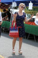 JODIE SWEETIN Shopping at Farmer
