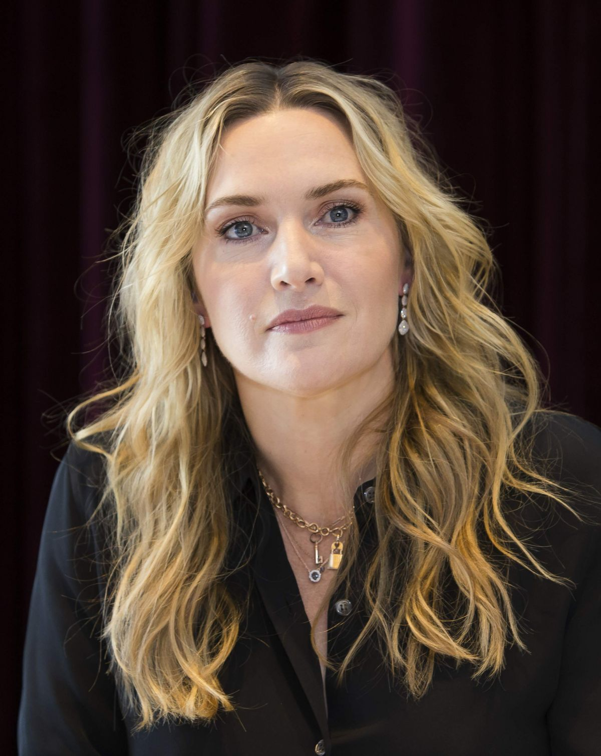 KATE WINSLET at The Mountain Between Us Photocall at 2017 ...