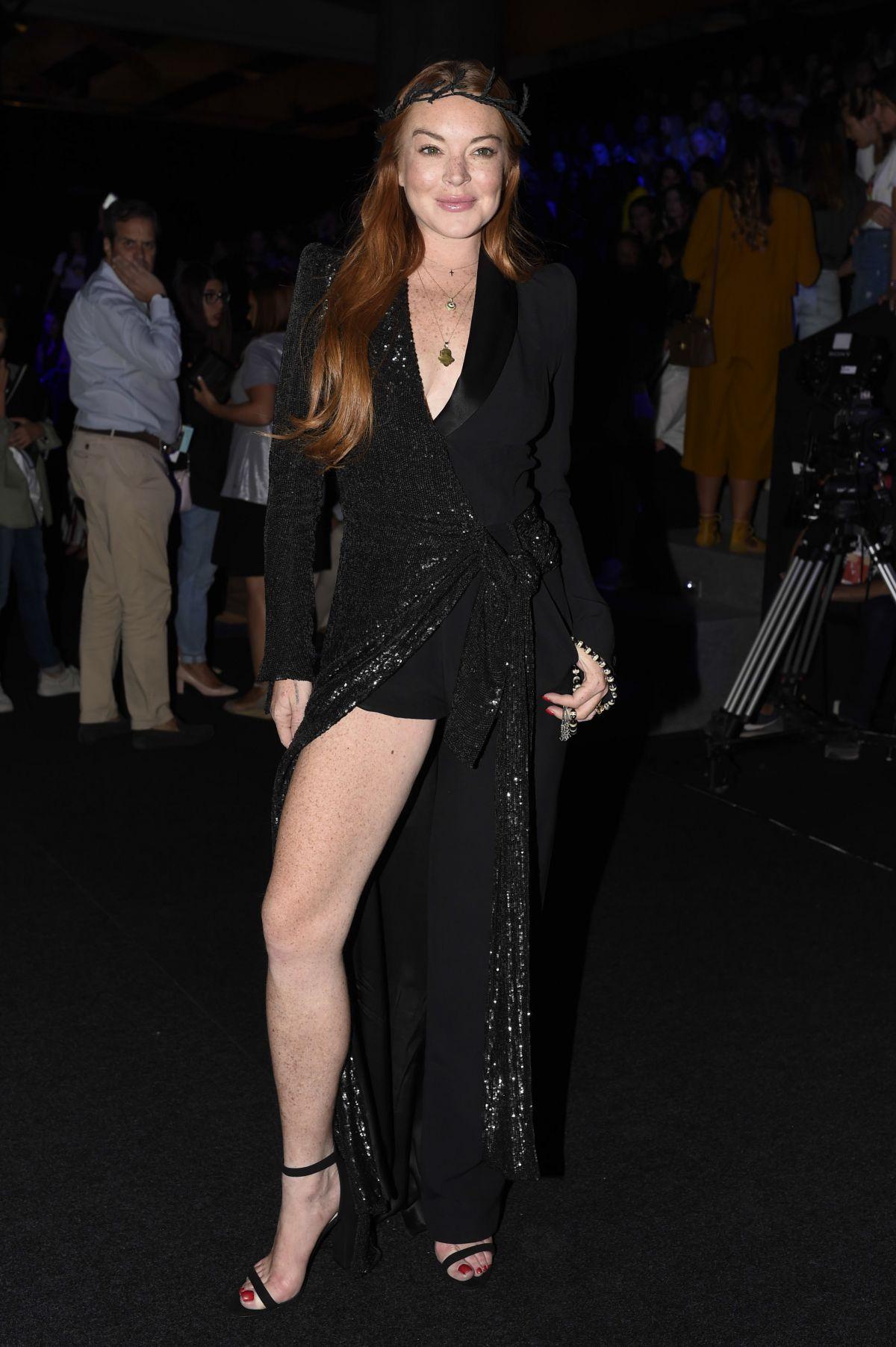 Lindsay lohan at malne fashion show at mercedes benz for Mercedes benz fashion week