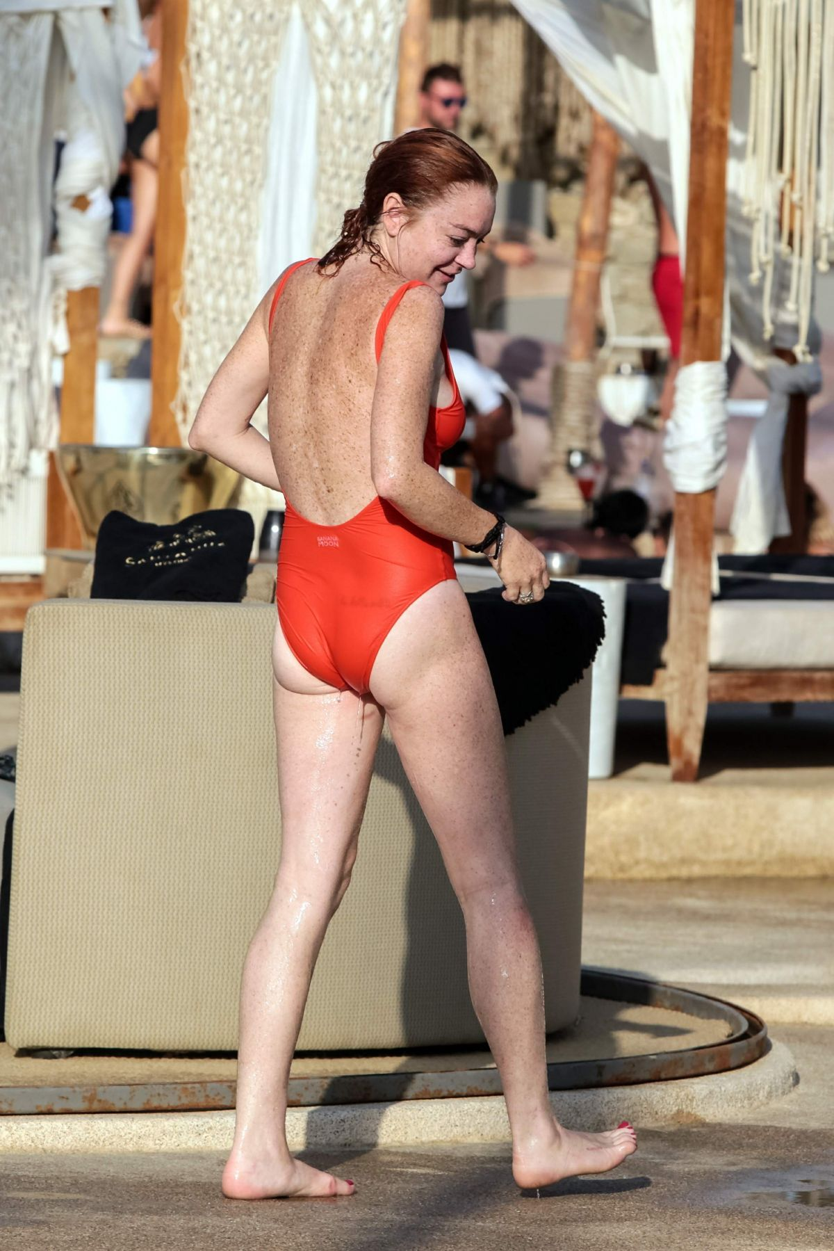 Lindsay lohan swimsuit new images