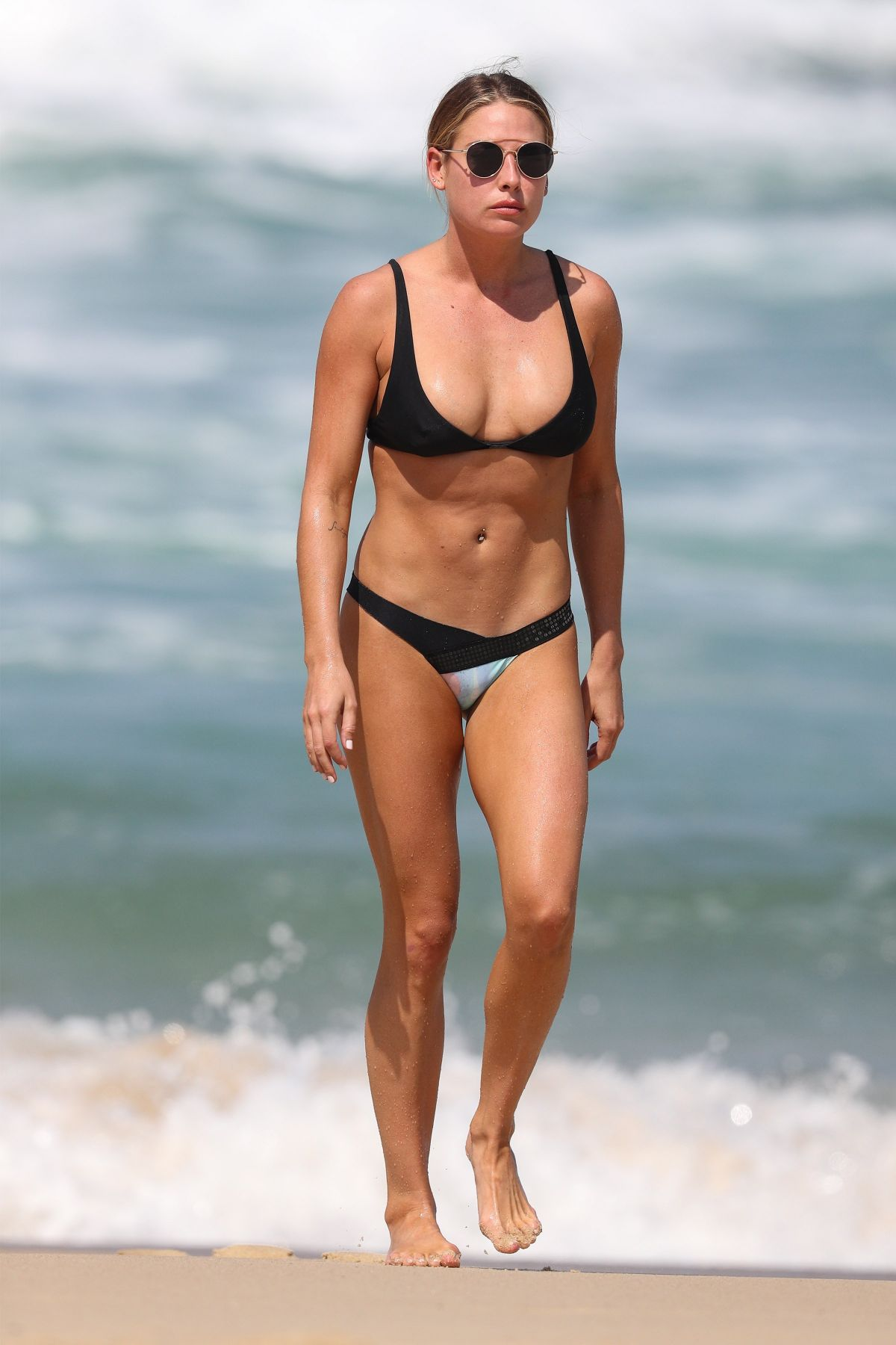 Lisa Clark in Black Bikini on a beach in Sydney Pic 7 of 35