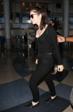 LORDE Arrives at LAX Airport in Los Angeles 09/21/2017