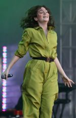 LORDE Performs at Iheartradio Beach Ball Summer Concert in Vancouver 09/03/2017