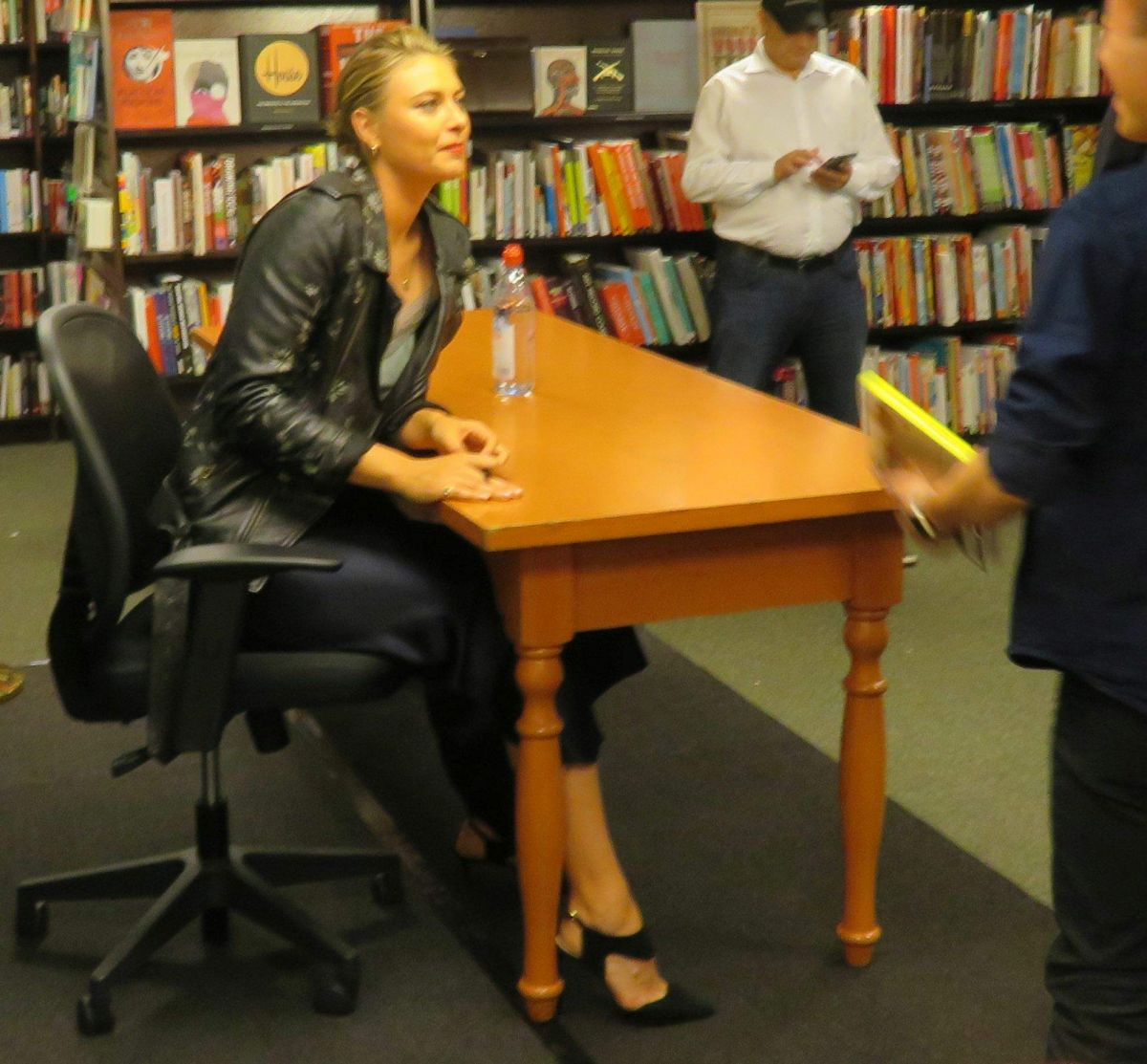 MARIA SHARAPOVA Signing Her Book at Barnes & Noble in New
