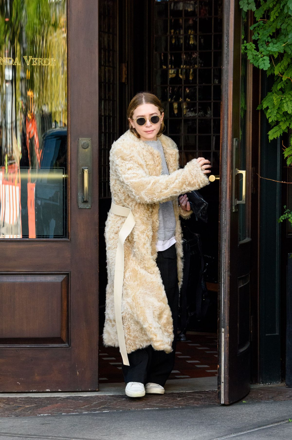 MARY KATE OLSEN Leaves Her Apartment in New York 09/11/2017