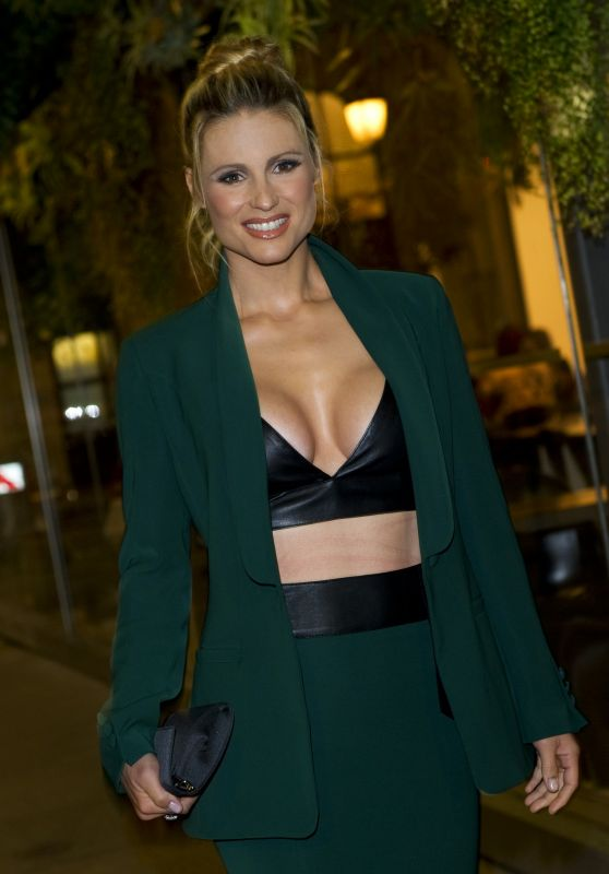MICHELLE HUNZIKER Out and About in Milan 09/22/2017