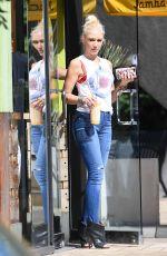 Pregnant GWEN STEFANI Leaves a Liquor Store in Sherman Oaks 09/22/2017