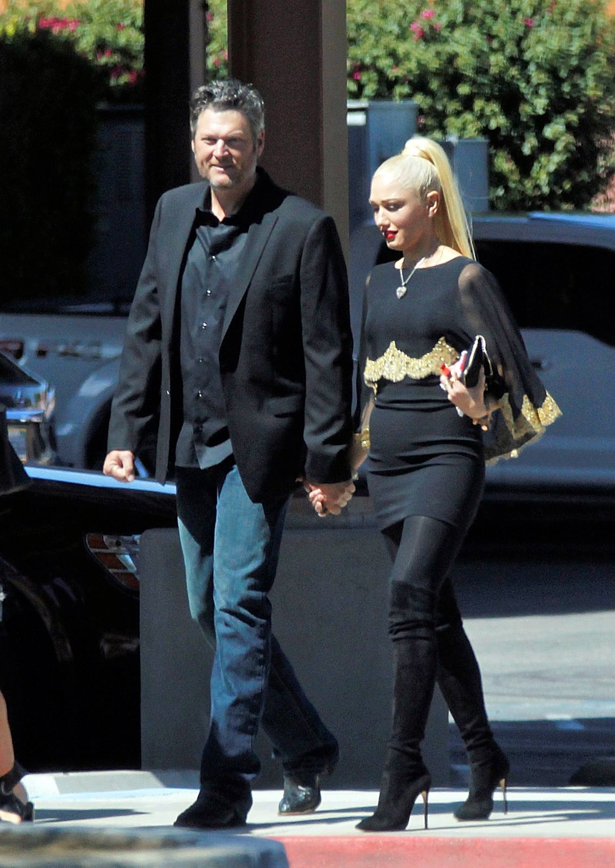 Pregnant Gwen Stefani Out And About In Palm Desert 09 24