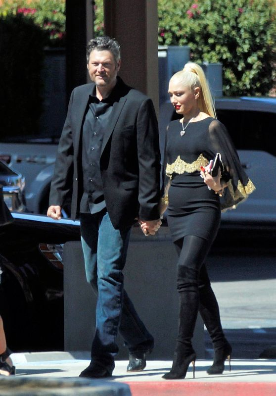 Pregnant GWEN STEFANI Out and About in Palm Desert 09/24/2017