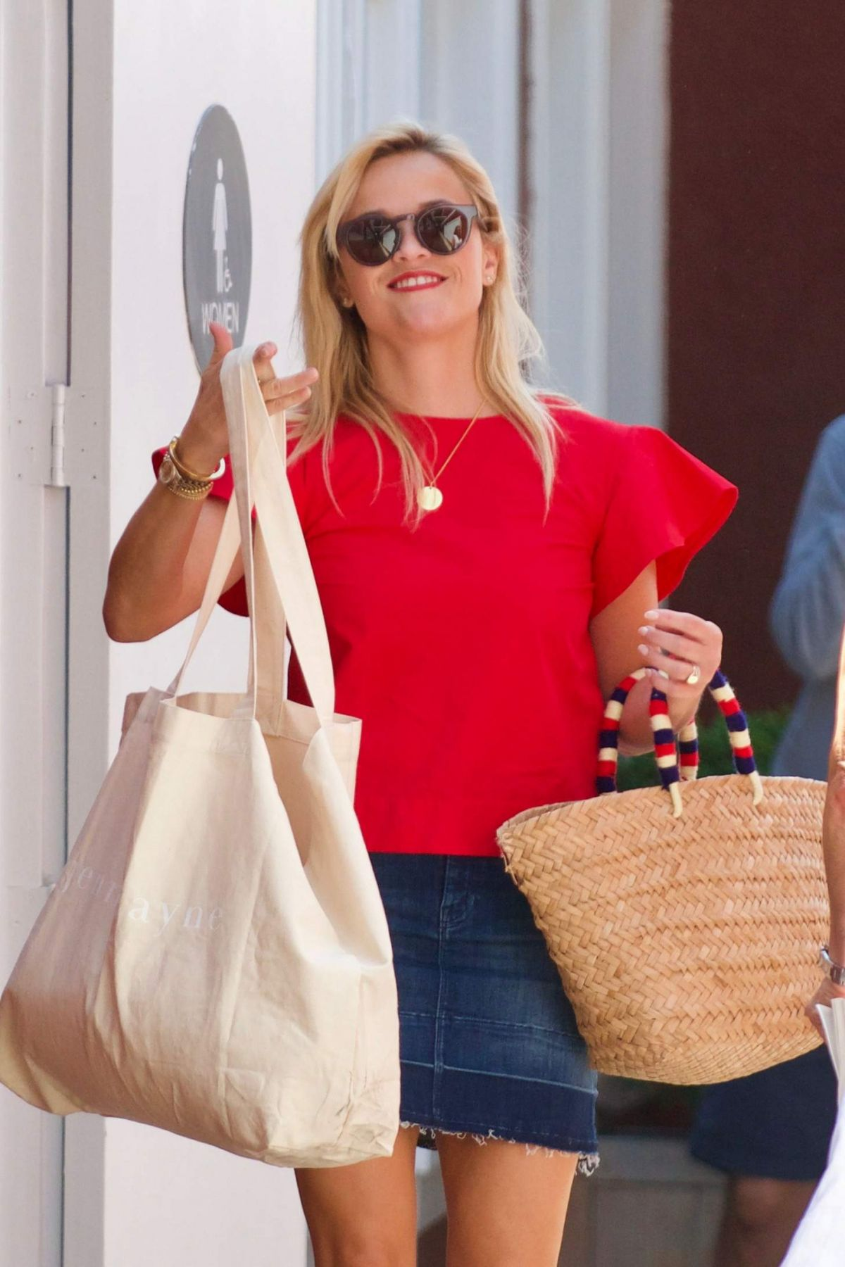 REESE WITHERSPOON Out for a Business Meeting in Los Angeles 09/01/2017