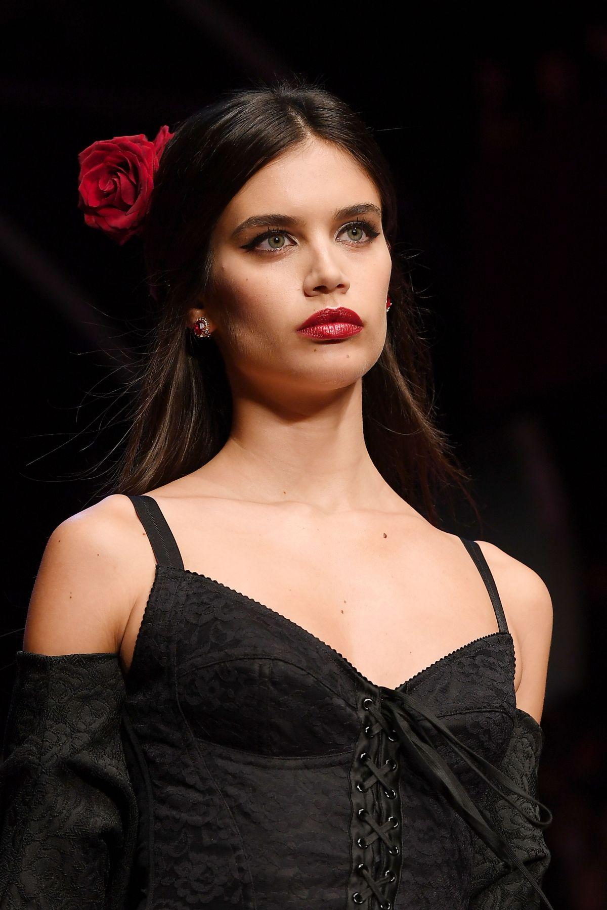 SARA SAMPAIO At Dolce U0026 Gabbana Fashion Show At Milan