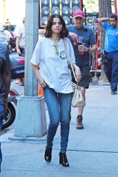 SELENA GOMEZ Arrives on the Set of Untitled Woody Allen Movie in New York 09/22/2017