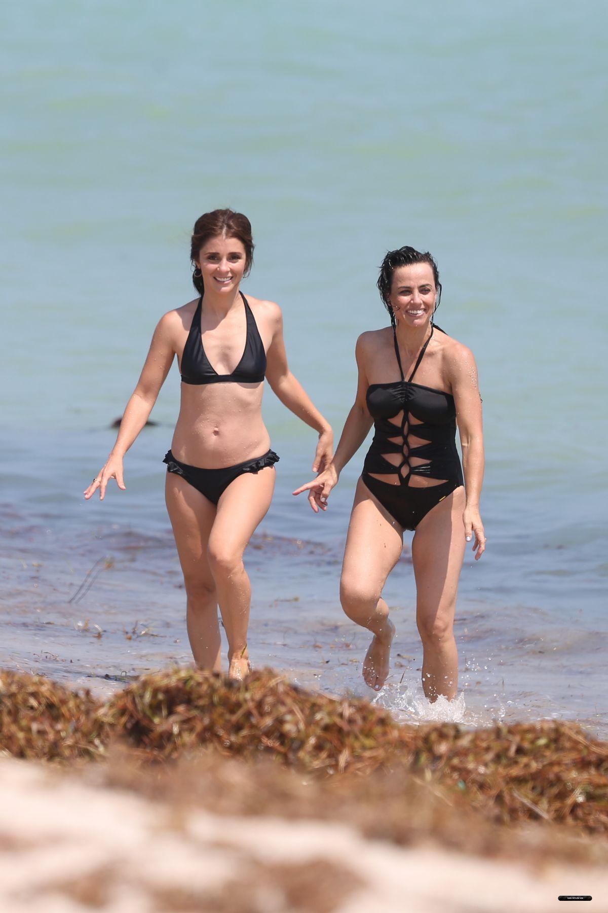 Shiri Appleby In Bikini At A Beach In Miami 09 20 2017