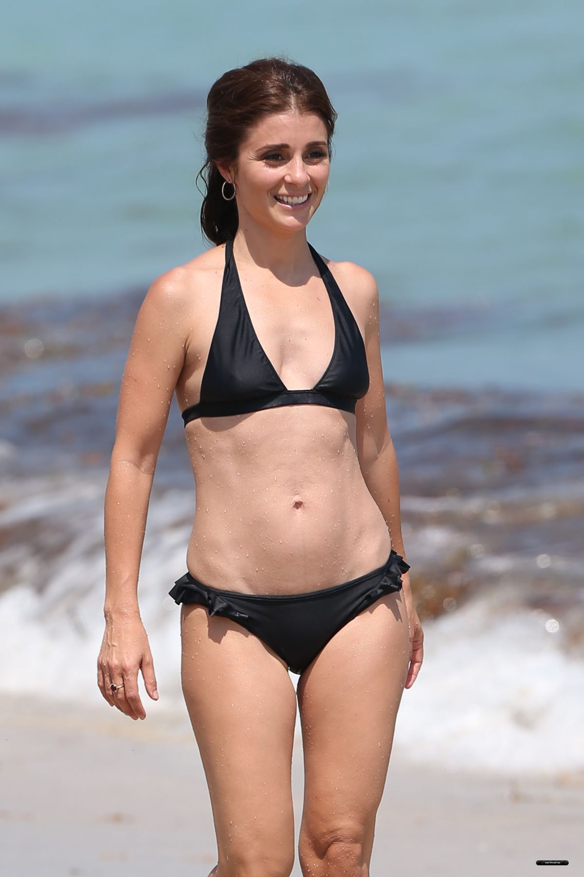 Watch Shiri Appleby video
