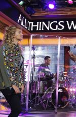 TORI KELLY Peforms at Good Morning America 09/22/2017