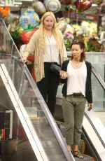 AMANDA BYNES Shopping at Ralphs in Los Angeles 09/30/2017
