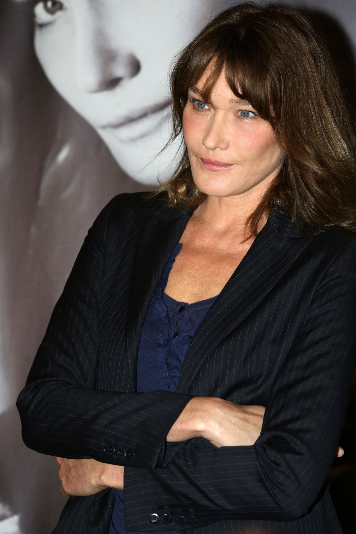 Carla bruni begins her world music tour in athens 10 22 for Bruni arredamento