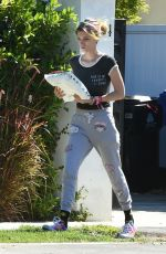 DANI THORNE Picks Up Her Mail in Los Angeles 10/05/2017