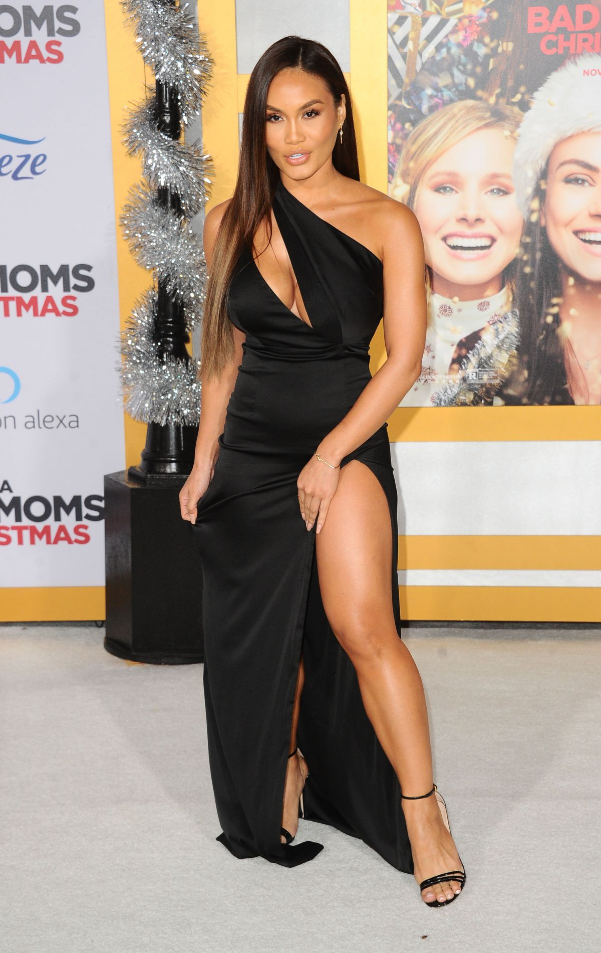 A Bad Moms Christmas 2017.Daphne Joy At A Bad Moms Christmas Premiere In Westwood 10