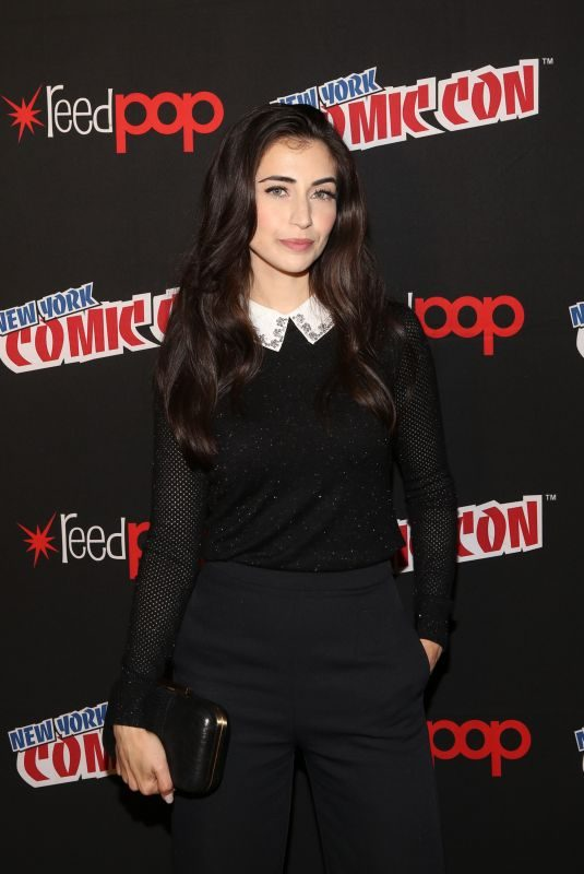 DILAN GWYN at Shadowhunters Panel at New York Comic-con 10/07/2017