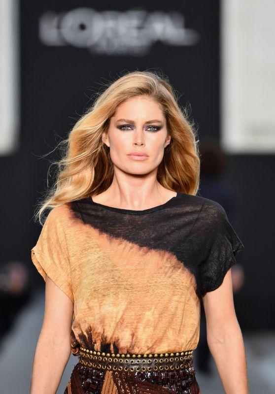 DOUTZEN KROES at L'Oreal Fashion Show at Paris Fashion Week 10/01/2017