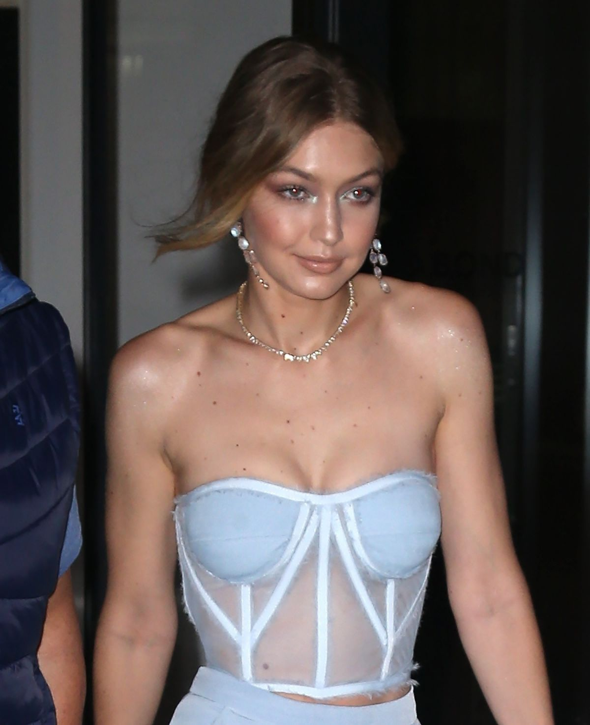 gigi-hadid-leaves-her-apartment-in-new-york-10-09-2017-10.jpg