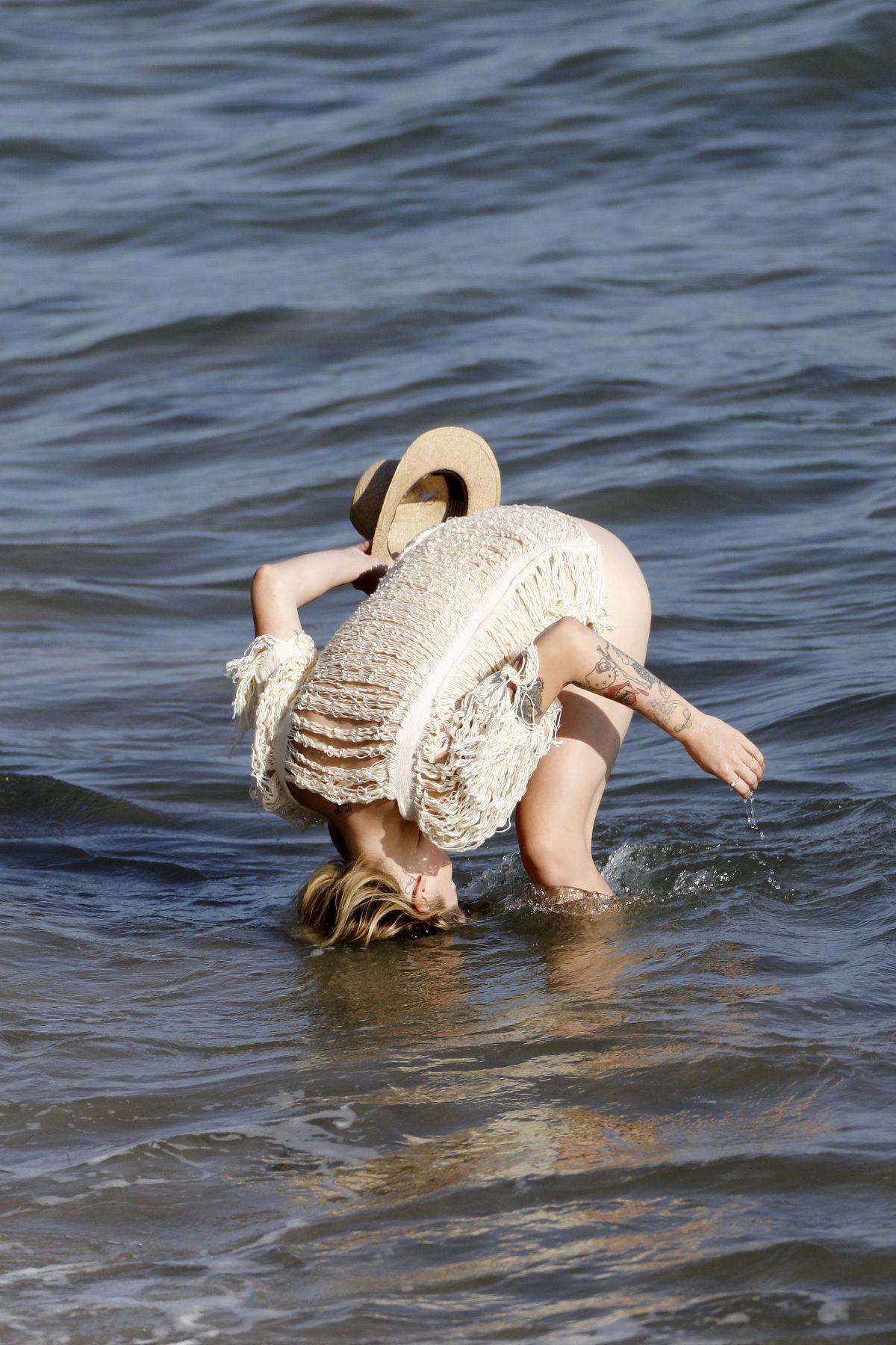 Ireland Baldwin: Bikini Photoshoot on Beach-48   GotCeleb