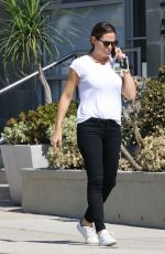 JENNIFER GARNER Out and About in Pacific Palisades 10/08/2017