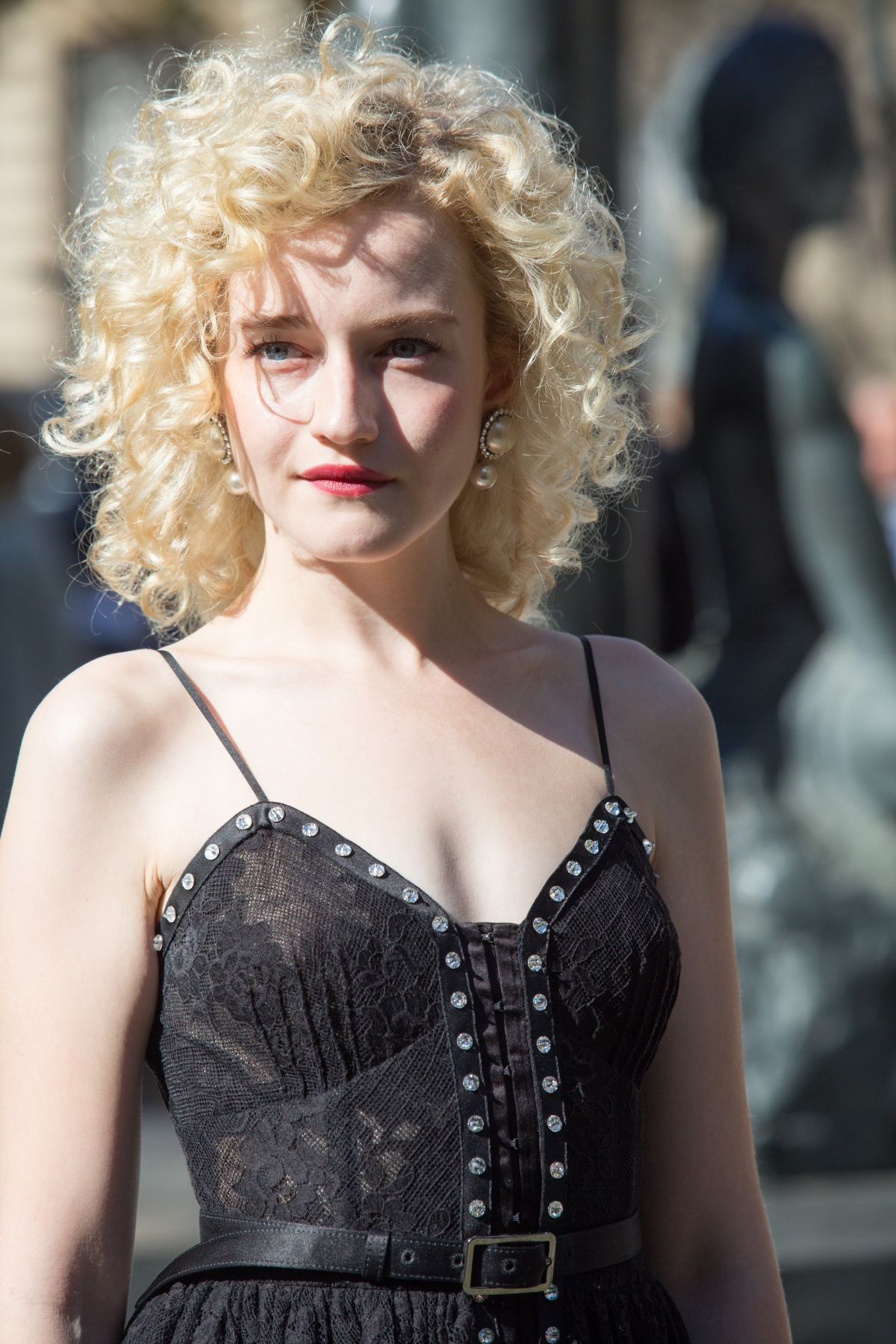 Julia Garner Nude Photos 98