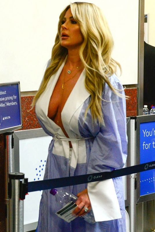KIM ZOLCIAK at Airport Security in Atlanta 10/18/2017