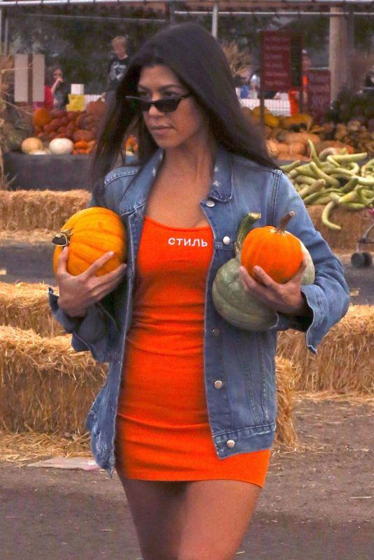 KOURTNEY KARDASHIAN Buy Pumpkins in Moorpark 10/29/2017