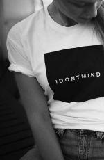 MELISSA BENOIST fo idontmind.com, September 2017