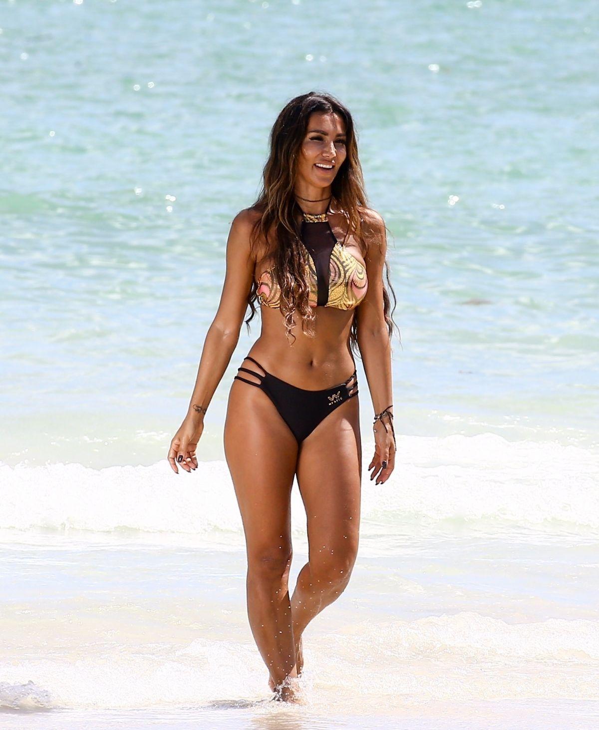 Metisha Schaefer Bikini Photoshoot on Miami Beach Pic 20 of 35