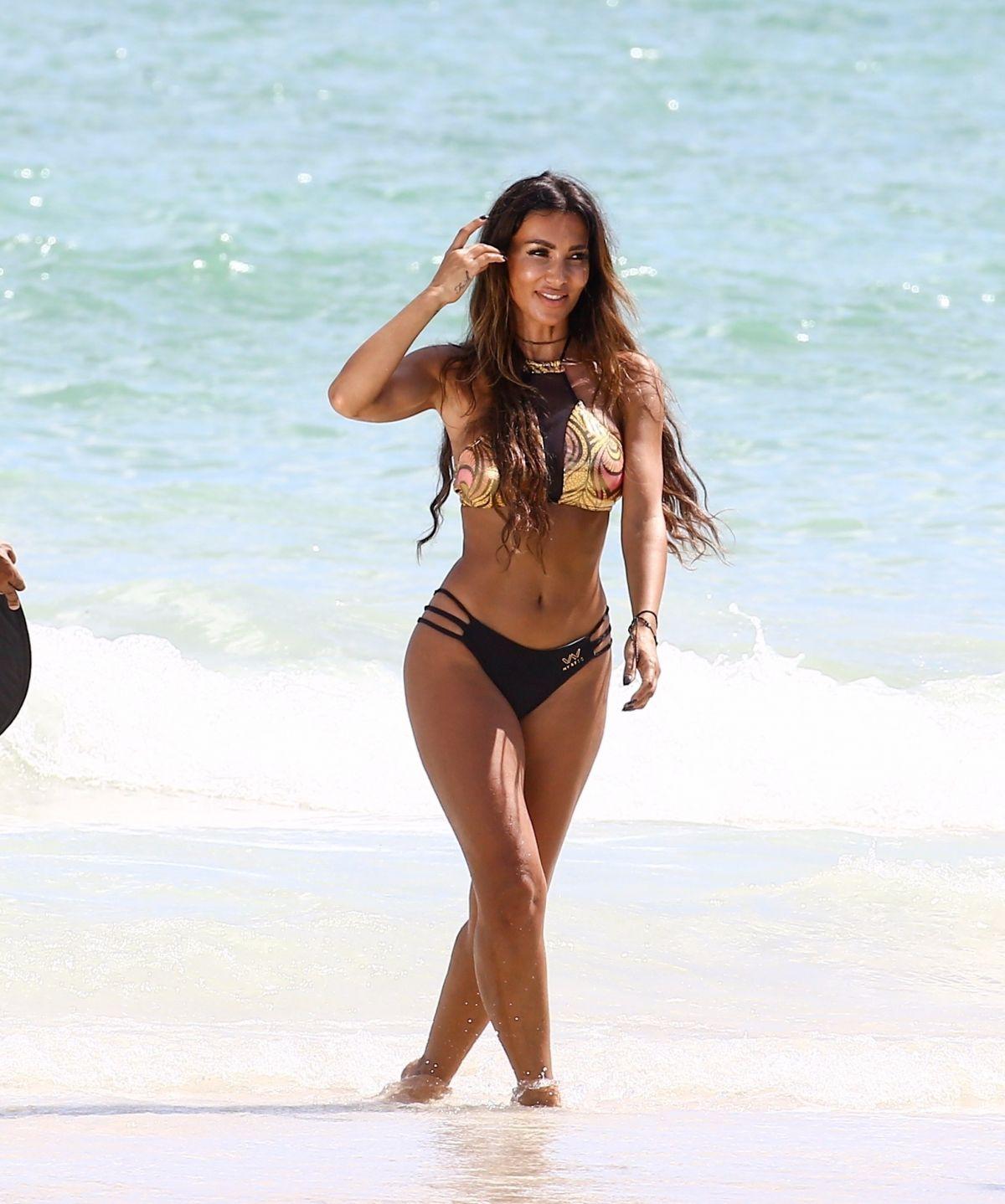 Metisha Schaefer Bikini Photoshoot on Miami Beach Pic 4 of 35