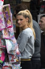 MICHELLE HUNZIKER Buys Newspapers in Bergamo 09/30/2017