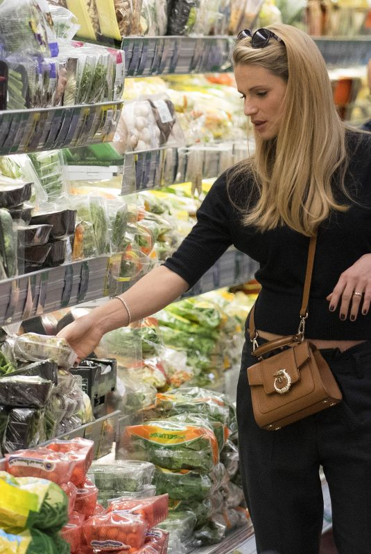 MICHELLE HUNZIKER Shopping at Supermarket in Milan 10/24/2017