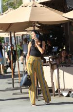 NICOLE WILLIAMS and Larry English Out for Lunch in Beverly Hills 10/25/2017