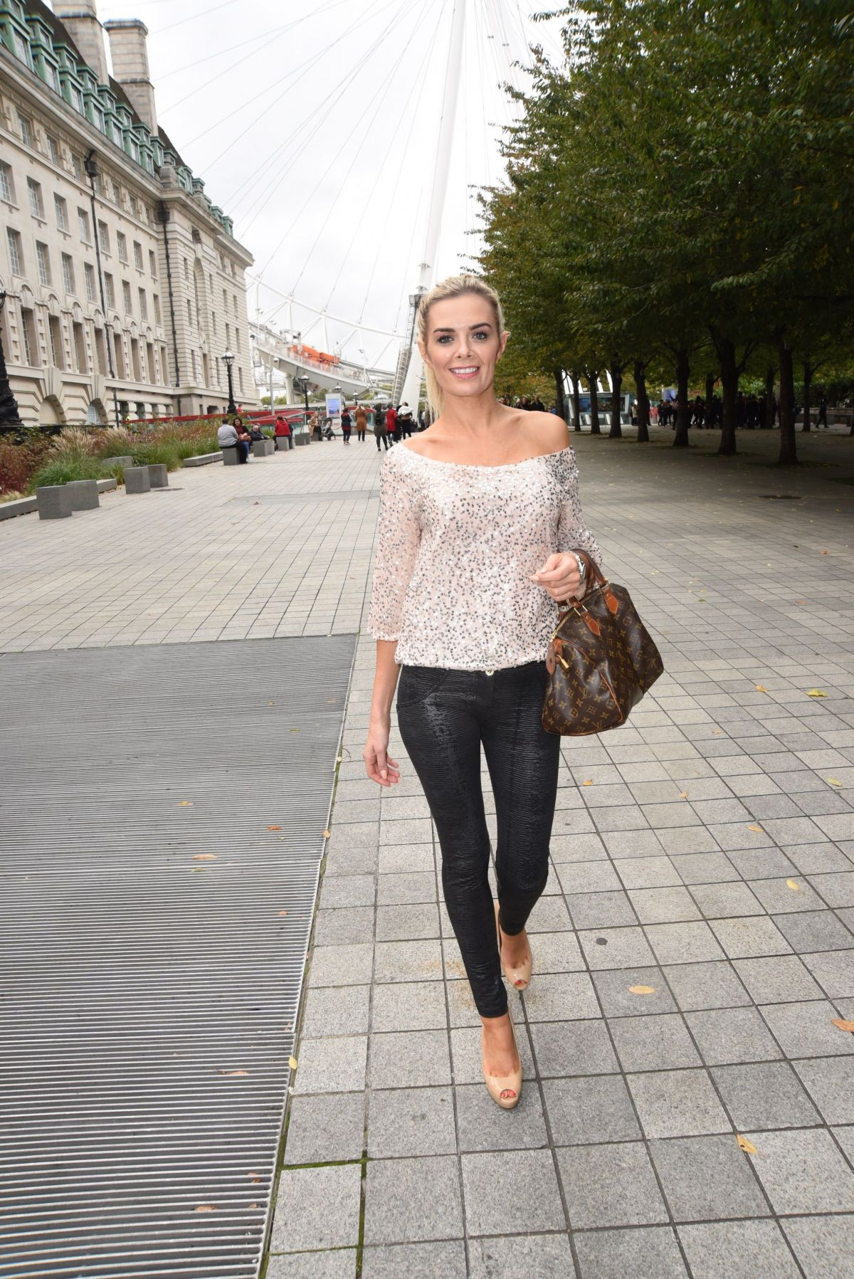 Orlaith Mcallister Shower Beautiful orlaith mcallister out and about in london 10/14/2017 - hawtcelebs