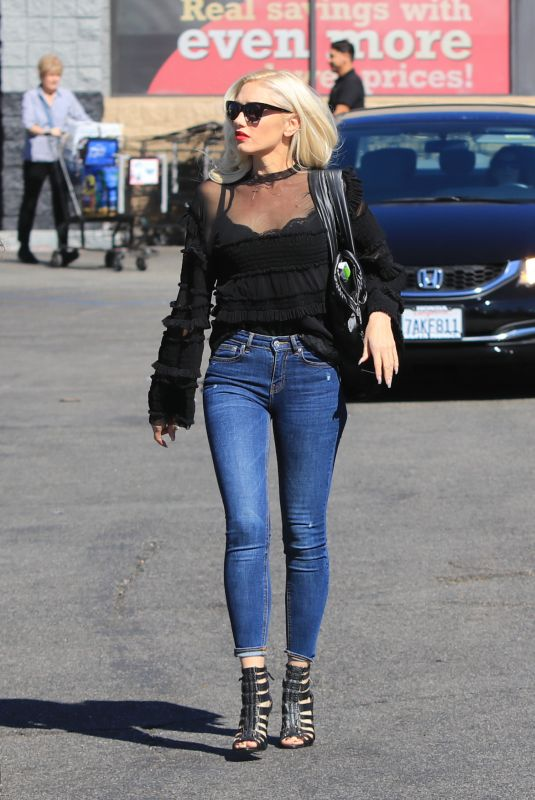 Pregnant GWEN STEFANI Out in Los Angeles 10/22/2017