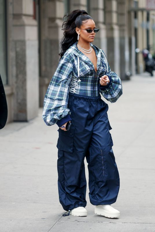 RIHANNA Leaves Her Apartment in New York 10/13/2017