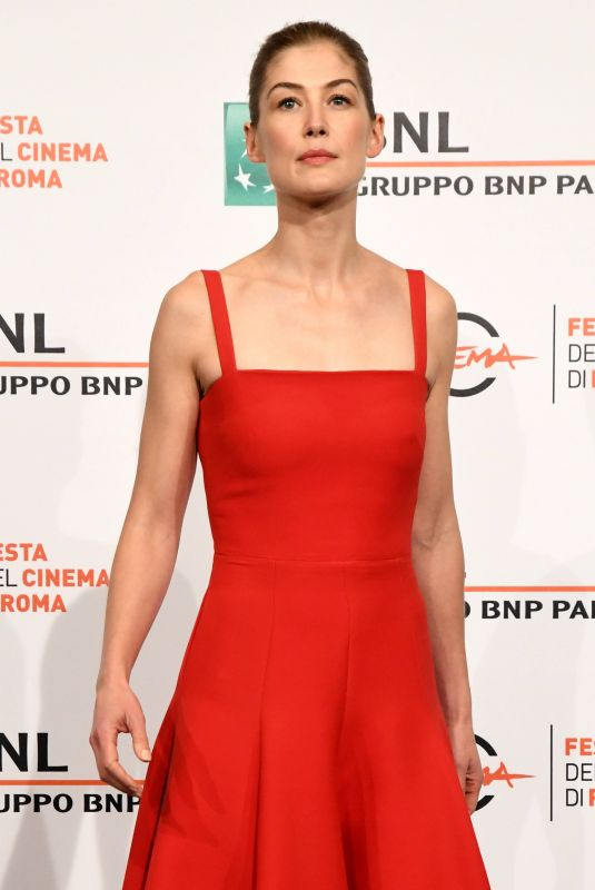 ROSAMUND PIKE at Hostiles  Photocall at Rome Film Festival 10/26/2017