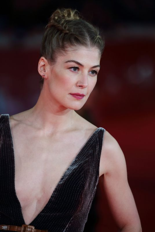 ROSAMUND PIKE at Hostiles  Premiere at Rome Film Festival 10/26/2017