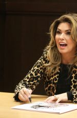 SHANIA TWAIN Signing Album Now at Barnes & Boble in Los Angeles 09/29/2017