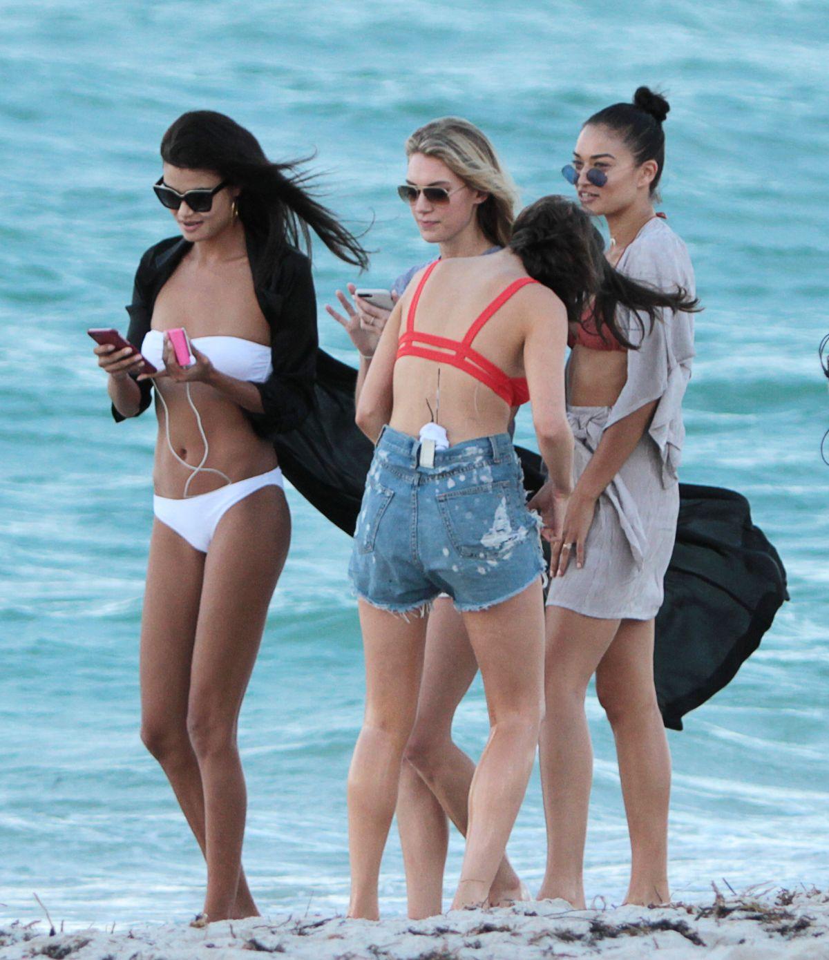 Shanina Shaik Caroline Lowe Olivia Culpo and Daniela Braga in Bikini Photoshoot in Miami Beach Pic 32 of 35