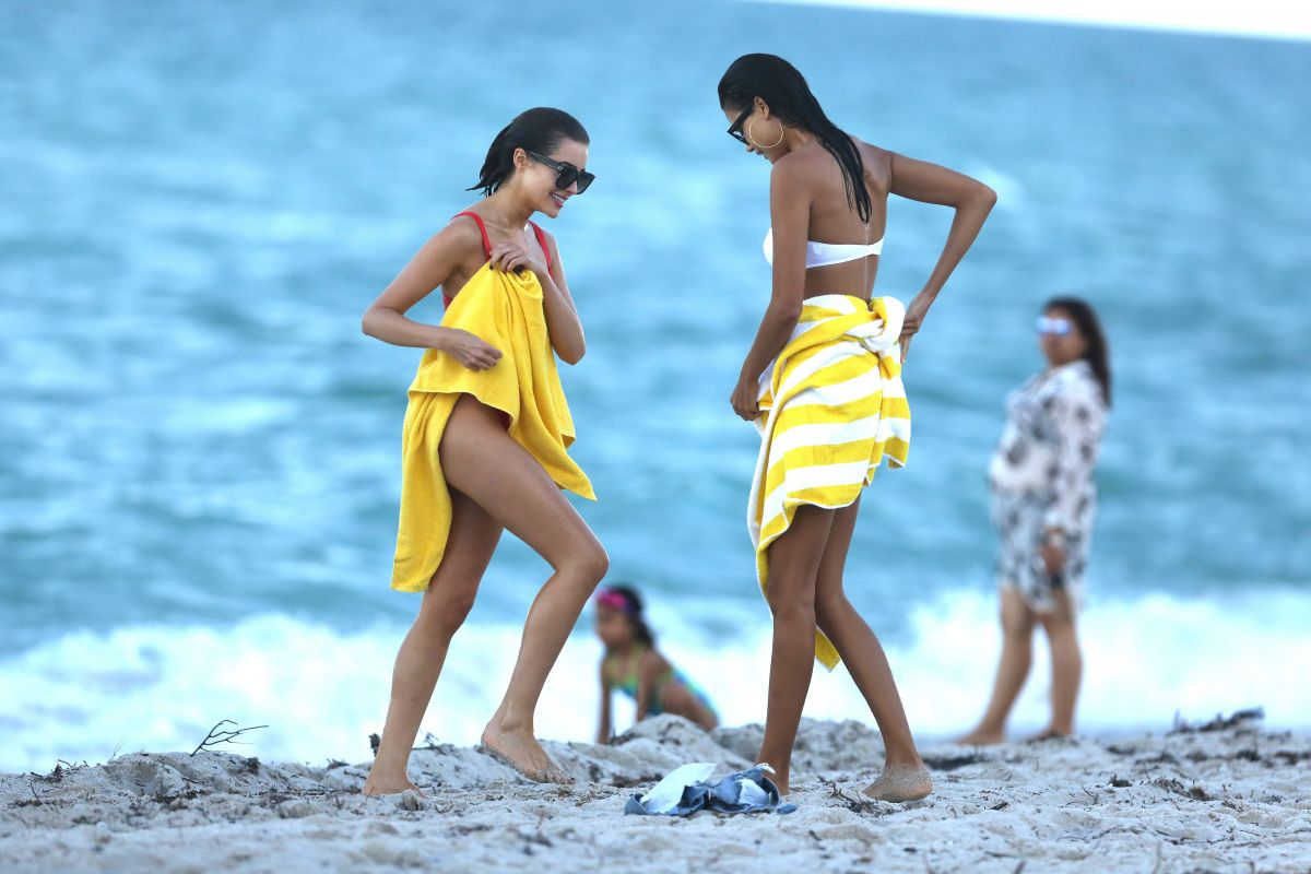 Shanina Shaik Caroline Lowe Olivia Culpo and Daniela Braga in Bikini Photoshoot in Miami Beach Pic 19 of 35