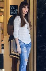SOFIA VERGARA Shopping at Saks Fifth Avenue in Beverly Hills 10/04/2017