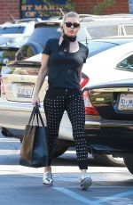 STACY FERGIE FERGUSON Heading to Sunday Church Service in Pacific Palisades 10/15/2017