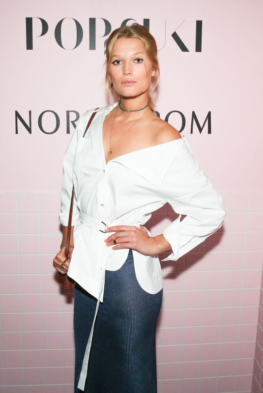 TONI GARRN at Pop & Suki x Nordstrom Dinner in Los Angeles 10/12/2017