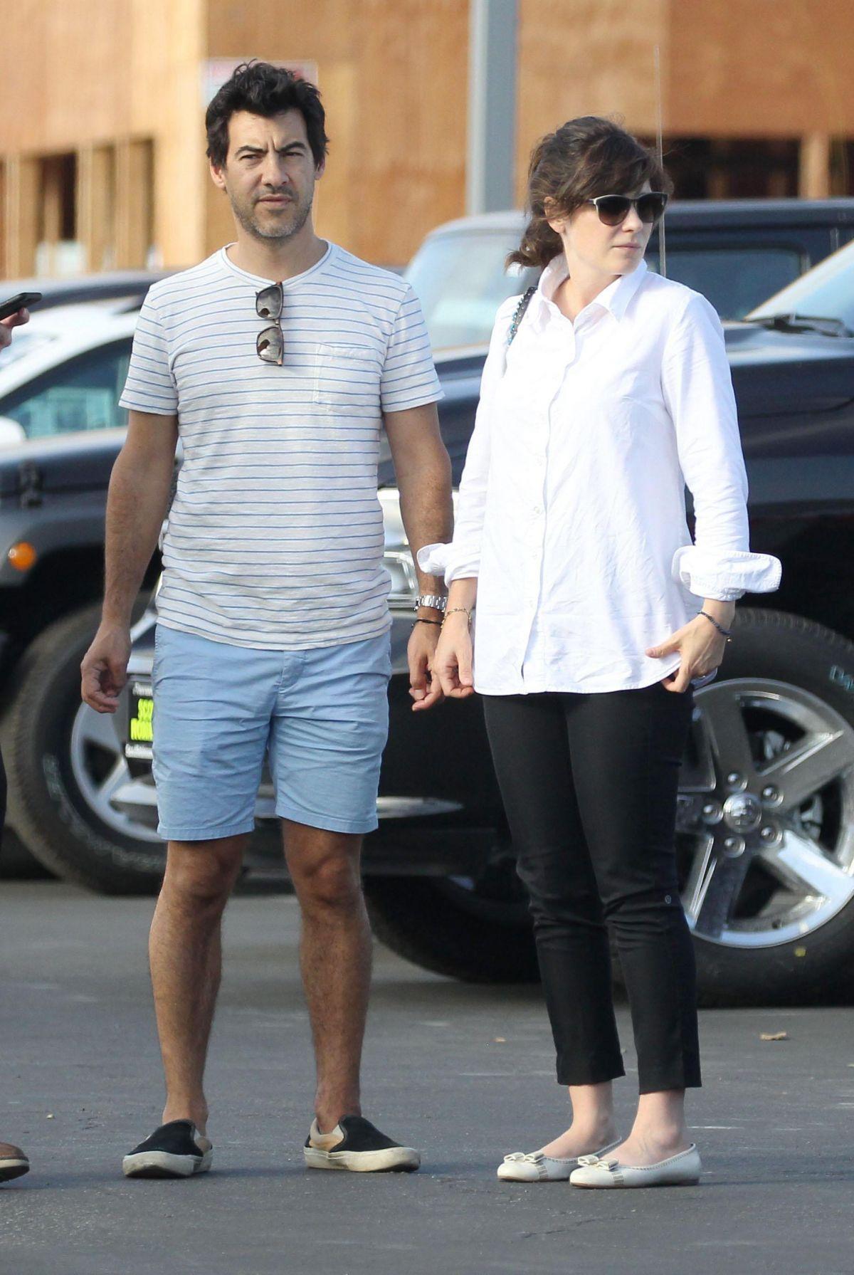ZOEY DESCHANEL and Her Husband Jacob Pechenik Shopping for ...
